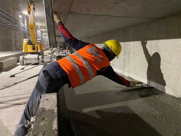 Warszawa. Trwają prace wykończeniowe na odcinku zachodnim i północno-wschodnim metra. Przybędzie ponad sześć kilometrów trasy
