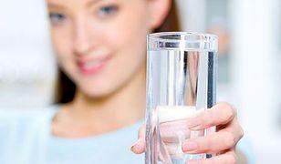 czysta woda oraz ośmiogodzinny sen w zupełności wystarczają, by toksyny zostały zniwelowane