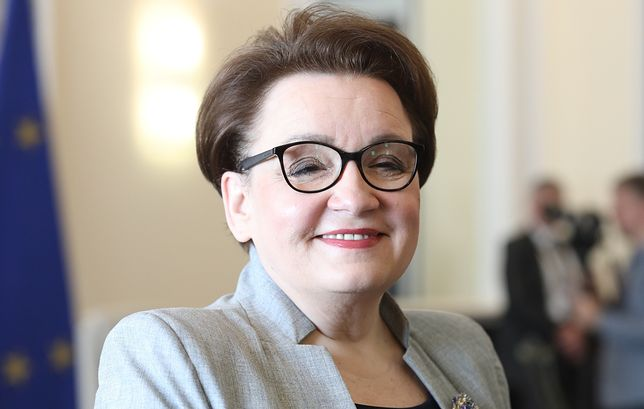 """Anna Zalewska na okładce """"Polityki"""". Znikająca"""