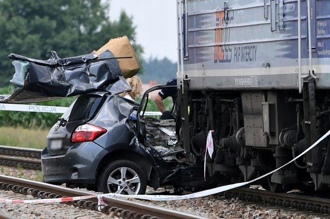 Wierzawice: tragiczny wypadek na torach. Samochód wjechał wprost pod pociąg