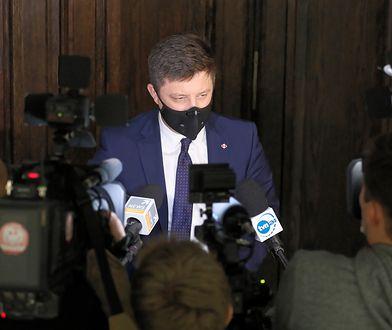 """Szczepionka na COVID. Szef Kancelarii Premiera o terminach szczepień """"1"""" grupy"""