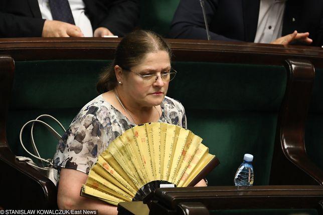 Krystyna Pawłowicz tłumaczy się bezprawnym szantażem. Internauci oburzeni