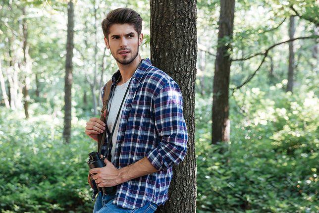 Koszula w kratę pasuje niemal każdemu mężczyźnie i jest idealnym wyborem na co dzień