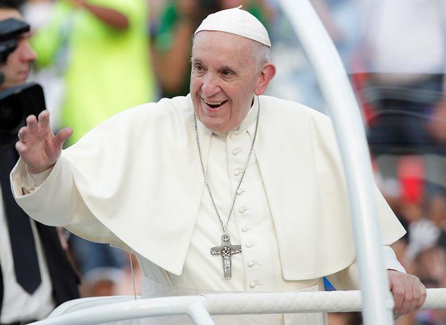 Papież Franciszek w Panamie. Z lotniska jechał zwykłym samochodem