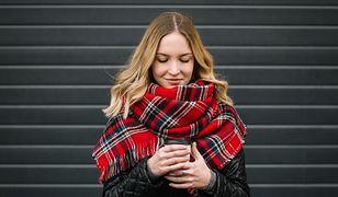Pikowana kurtka na jesień pozwoli nam przetrwać chłody bez ciężkiego płaszcza