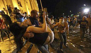 Protesty pod gruzińskim parlamentem trwają od czwartkowego południa