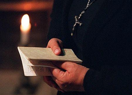 Betanki w sekcie księdza
