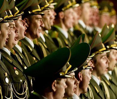Protest na koncercie chóru Aleksandrowa: policja u dziennikarzy. Zażądali nagrań