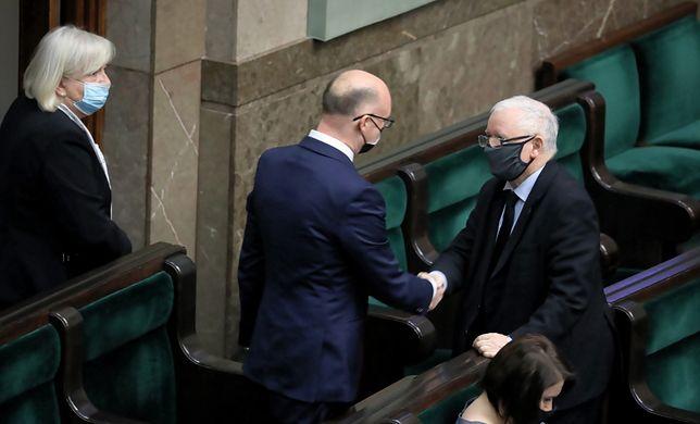 Wicepremier, prezes PiS Jarosław Kaczyński i wiceminister spraw zagranicznych Piotr Wawrzyk PAP/Tomasz Gzell
