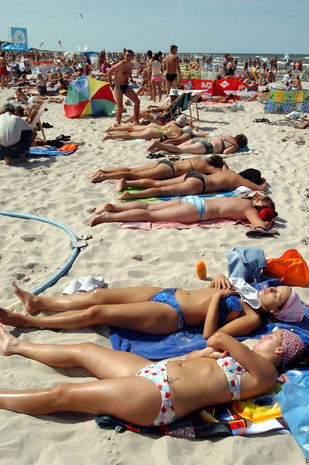 Dębki przyciągają tłumy. Tutejsza plaża jest jedną z najpiękniejszych nad Bałtykiem