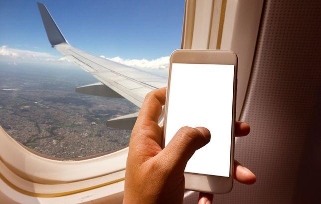 Pasażerowie przyzwyczaili się, że podczas lotu trzeba mieć wyłączony telefon
