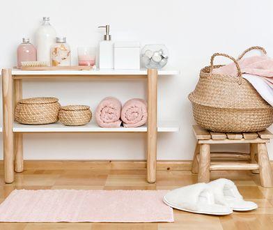 Dywanik do łazienki powinien dobrze wchłaniać wodę i mieć antypoślizgowy spód