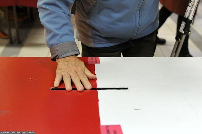 Wybory parlamentarne 2019. W miejscowości Łowcza-Kolonia w województwie lubelskich doszło do zmiany lokalu wyborczego