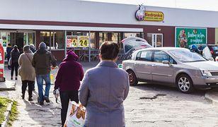 W godzinach 10-12 w sklepach mogą przebywać tylko klienci, którzy ukończyli 65 lat