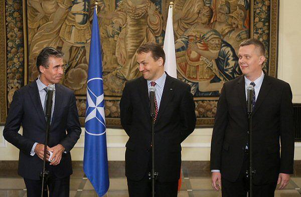 Anders Fogh Rasmussen, Radosław Sikorski oraz Tomasz Siemoniak