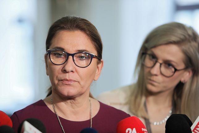Beata Mazurek na konferencji prasowej