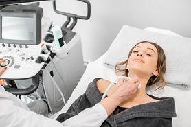 Guz tarczycy - objawy i leczenie. Kiedy guzki są groźne?