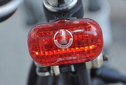 Strażnicy miejscy rozdadzą rowerzystom ponad 700 zestawów oświetleniowych