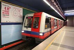 Kolejne utrudnienia w metrze. Powodem montaż systemu informacji dotykowej