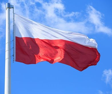 Dzień Flagi RP: Jak i kiedy wieszać flagę? Co symbolizuje? Kiedy powstała?