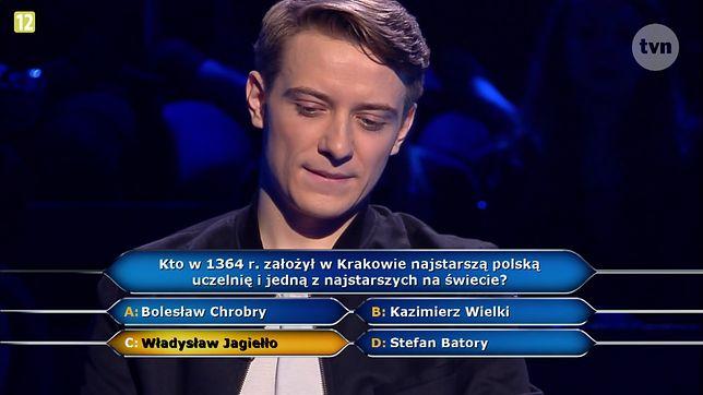 """Kto założył uczelnię w Krakowie? To pytanie pozbawiło uczestnika programu """"Milionerzy"""" szansy na zdobycie miliona złotych"""