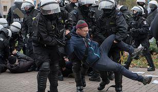 """45 osób na komendzie po Marszu Niepodległości. """"Skopali mnie, koleżankę zabrała karetka"""""""