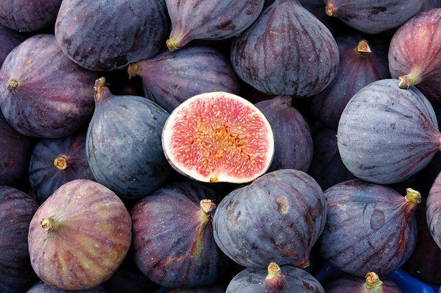 Figi to owoce pełne nie tylko smaku, ale i wartości odżywczych. Warto jeść zarówno świeże, jaki i suszone owoce. Przepisy z figami