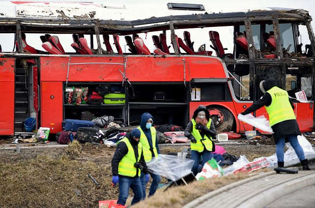 Wypadek autokaru na A4. Konferencja prasowa wojewody i przedstawicieli służb