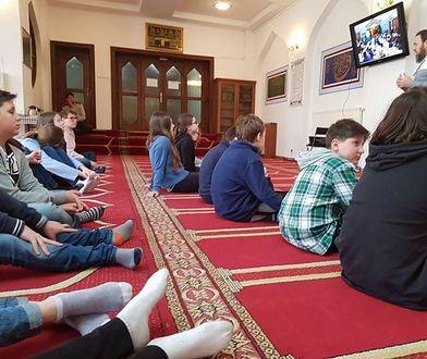 Sadyba. Nauczycielka zorganizowała dzieciom wycieczkę do meczetu