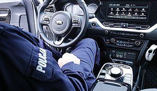 Warszawa. Stołeczni policjanci w elektrycznych samochodach. Radiowozy, które podjadą bezgłośnie
