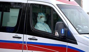 Warszawa. Zaatakował ratowników, gdy pomagali dziecku. Wybił cegłą szybę w karetce