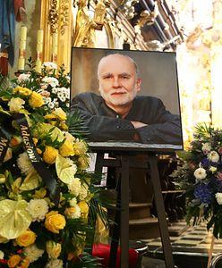 Pogrzeb Adama Zagajewskiego. W Krakowie pożegnał go tłum