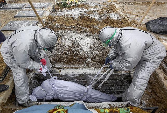 Według WHO z powodu Covid-19 na świecie zmarło już ponad 2,8 mln ludzi