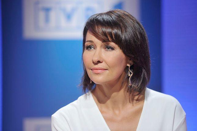 """Anna Popek przetrwała dobrą zmianę w TVP i radzi sobie wyjątkowo dobrze. Często pada ofiarą żartów i przytyków, a sama kokieteryjnie twierdzi, że """"nie jest gwiazdą"""""""