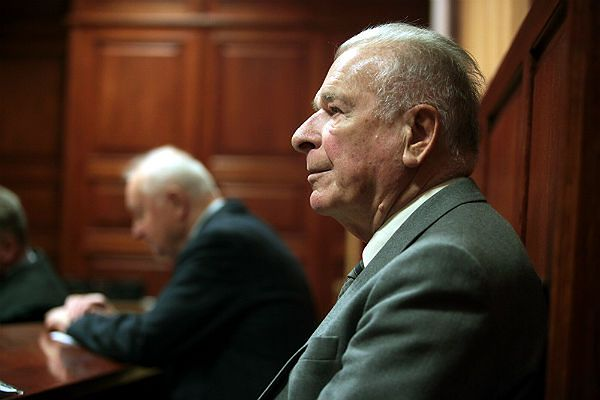 Były szef MSW gen. Czesław Kiszczak i były pierwszy sekretarz KC PZPR Stanisław Kania na sali Sądu Okręgowego w Warszawie (zdj. arch.)