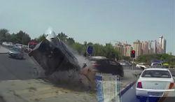 #dziejesiewmoto [339]: latający hyundai, zapomniał się zatrzymać i twarda głowa w trójkołowcu