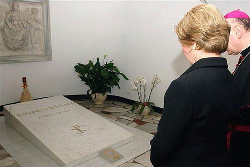 Trumna Jana Pawła II trafi do Polski?