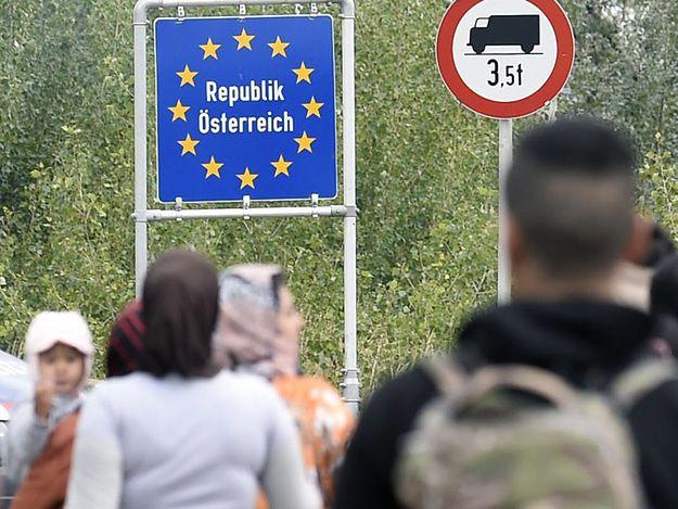 """Kanclerz Austrii w """"Spieglu"""" domaga się kar dla przeciwników kwot imigrantów"""