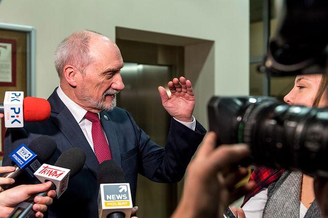 """Macierewicz mówił o """"brutalnym ataku"""" mediów"""