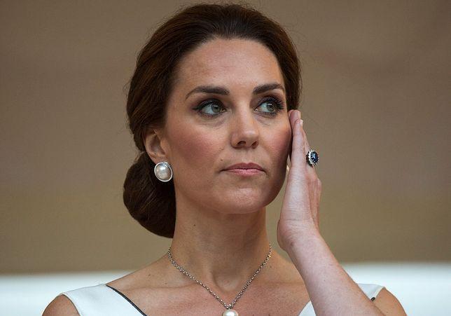Biała sukienka księżnej Kate z przyjęcia w Łazienkach Królewskich w Warszawie