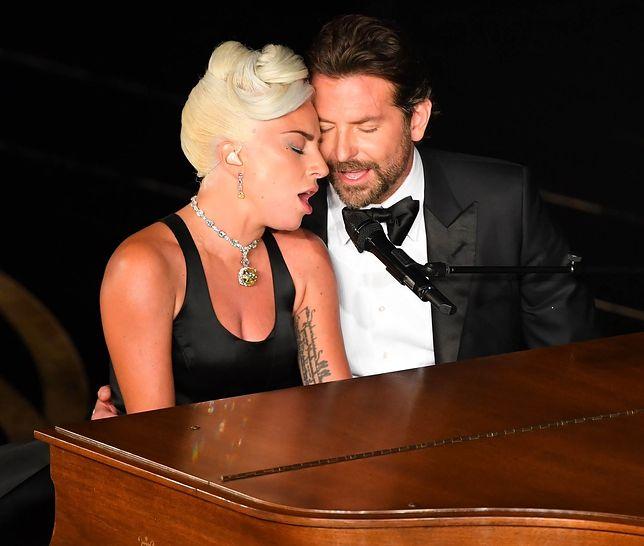 """Lady Gaga i Bradley Cooper w piosence """"Shallow"""" pdoczas rozdania Oscarów w Los Angeles"""