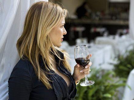 Dlaczego kobiety wpadają w alkoholizm?