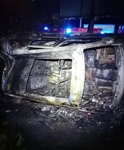Warszawa. Mało nie spłonął żywcem w skradzionym jeepie. Uratowali go policjanci