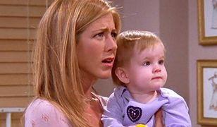 """Jennifer Aniston, czyli serialowa Rachel z """"Przyjaciół"""" z małą Emmą"""