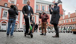Policja bierze pod lupę spotkania i nawyki prezydenta Poznania