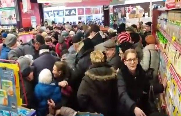 Walka o cukier w chełmskim Carrefourze. Był po 1,99 zł