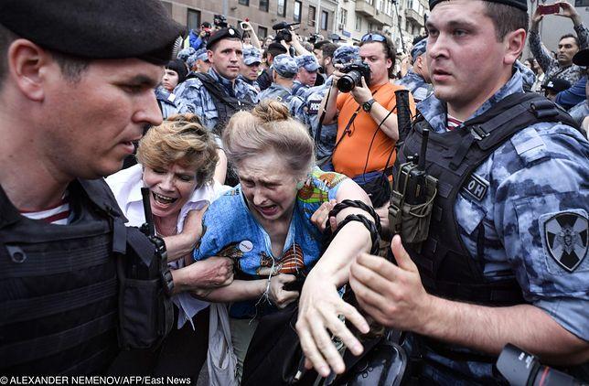 Moskwa. Mieszkańcy wyszli na ulice stolicy aby zaprotestować przeciwko zatrzymaniu dziennikarza śledczego