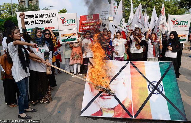 """Pakistan. Demonstracja aktywistów """"Forum Młodzieży dla Kaszmiru"""""""