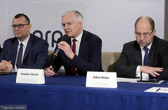 Lider Porozumienia Jarosław Gowin. Obok Adam Bielan, szef Konwencji Krajowej partii skonfliktowany z Gowinem