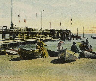 Dziurawe molo, ciasne chaty i szambo w morzu. Dlaczego Polacy pokochali ten kurort?